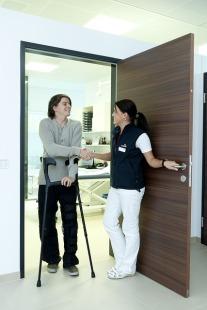 crutches-538883_640 (1)