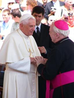 pope-benedict-1036041_640